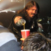 Pic: Dave Grohl Pours Beer For Fan During Concert